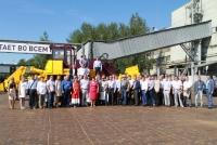 20 июля в Чебоксарах состоялась рабочая встреча АО «ЧЕТРА-Промышленные машины» с представителями дилерской сети. Главными темами ежегодного съезда стали итоги работы 2016 года, задачи на 2017 год, а также вопросы по восстановлению производства и взаимодействию дилеров с компанией