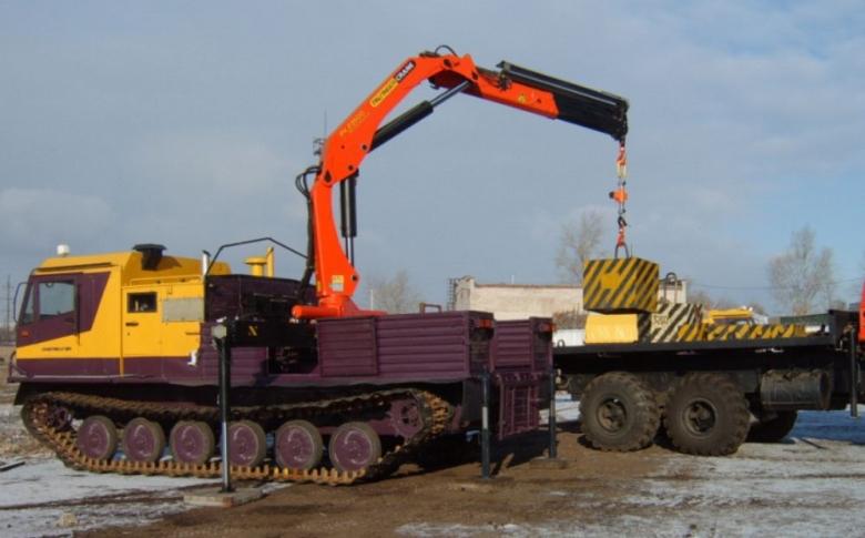 Гусеничная транспортная машина ЧЕТРА ТМ-140 с крано-манипуляторной установкой «Palfinger РК-23500А»