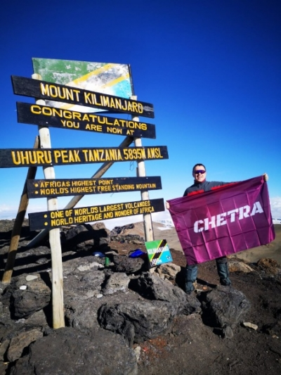 Флаг ЧЕТРА на горе Килиманджаро