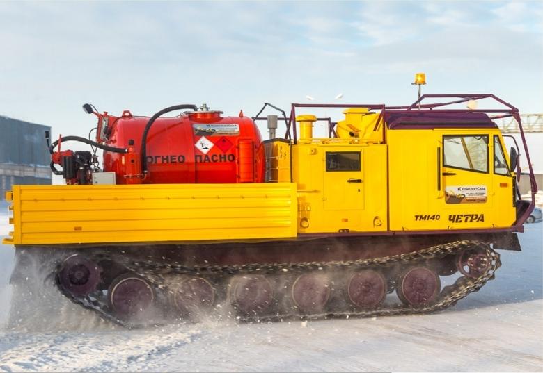 Гусеничная транспортная машина ЧЕТРА ТМ140 с агрегатом для сбора нефти